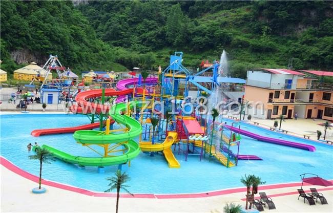 大型多种水寨风格-广州水上乐园设备